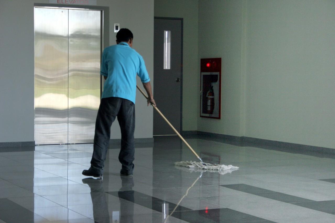 Jest wiele różnych firm sprzątających